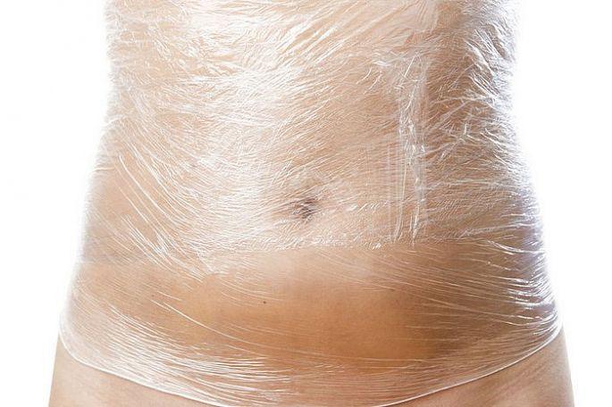 Foliový zábal na bruchu proti celulitíde