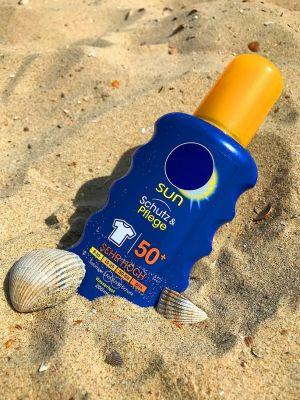 Opaľovací krém v piesku