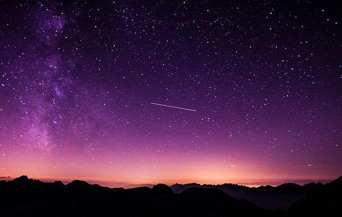 Fialová obloha